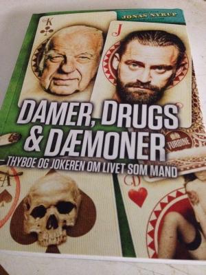 """Hende Jensen blog - boganmeldelse af """"Damer, drugs og dæmoner"""" af Jonas Nyrup"""