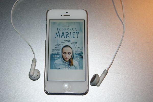 """""""Er du okay, Marie?"""" af Anika Eibe - boganmeldelse - Bogfinken bogblog"""