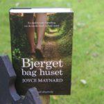 """Bjerget bag huset"" af Joyce Maynard"
