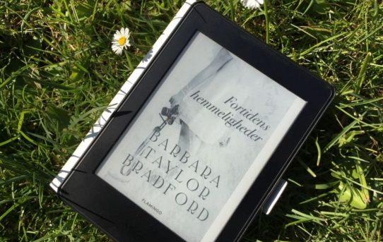 """""""Fortidens hemmeligheder"""" af Barbara Taylor Bradford - Bogfinkens bogblog"""